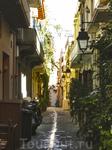 Улица Ретимно с характерной разделительной полосой
