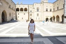 Внутренний дворик дворца Великих магистров