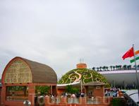 Крыши павильонов Индии и Саудовской Аравии