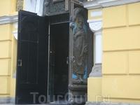 Двери Владимирского собора.