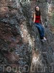 В парке каменные гряды из гранитов раппакиви достигают высоты 30 м.