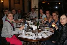 """Прощальный ужин в ресторане """"Мендзели"""" в Тбилиси. В центе слева - наш гид Леван."""