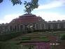 Восточная часть Нижнего парка.  Дворец Монплезир; нас туда не пустили из-за дождя