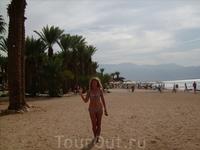 Полюбившийся пляж в центре города. За спиной Иордания.