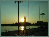 Вечерние виды Стокгольма. Озеро Меларен. Вид на Ратушу Стадсхюсет.