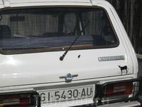 НИВА ))) ослик на машине, обозначает символ Каталонии, почему осел? потому, что столь же выносливые и сильные, как ослики