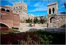 В крепости. Справа - христианский храм