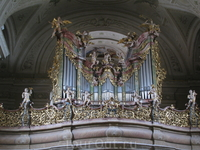 Орган в церкви