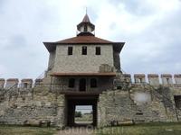 Окончательно крепость упразднили аж в 1897 году. Впрочем в XX веке в крепости дислоцировались воинские части, сначала румынские, затем советские, и наконец ...