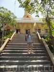без экскурсий никуда:)) лезем на гору к храму