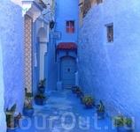 Синий мир на улочках города.