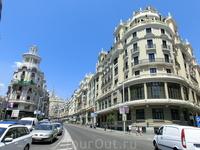 Точка пересечению двух основных улиц Мадрида - Alcalá и Gran Vía.