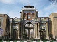 Тегеран Ворота Багх-е Мелли.  Ворота были построены в 1922 году по приказу тогдашнего министра обороны Ирана, который вскоре сверг своего шаха и сам ...