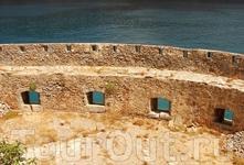 Бирюзовое море в песочных бойницах - правда красиво?