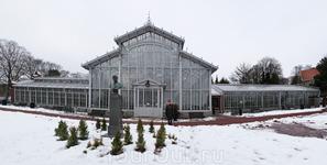 В Хельсинки есть замечательное место, являющиеся одновременно исторической, архитектурной, познавательной достопримечательностью и местом отдыха - Зимний Сад.