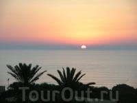 Рассвет на Средиземном море.