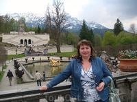 На фоне террас и храма Венеры