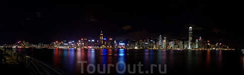 Панорама Залива Виктории ночью...