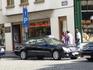 """Брюссель.  Парковка """"Такси"""",  марка  и  цвет  машин  одинаковые.Но меня  привлек  магазин    кружев в  здании   на   первом  этаже.  Производство  брюссельского ..."""