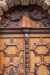 Резные ворота одного из домов в Экс-ан-Провансе