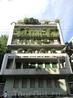 Недостаток зелени на улицах компенсируется зеленью на домах. В Милане дома буквально покрыты зелеными нааждениями, а на террасах устраивают настоящие сады ...