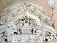 Каменное кружево - украшение стен и сводов собора.