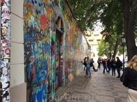 А, вот и стена Джона Леннона  на Кампе - мы дошли)