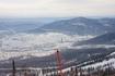 Март 2009г. Не совсем удачный снимок с точки зрения композиции (сетка на первом плане), но зато внизу виден поселок, башня обогатительной фабрики и горы ...