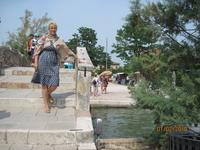 о. Торчело по ту сторону моста находится ресторан, совершенно неприметный на вид, где побывали многие мировые знаменитости