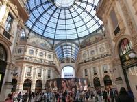 Из намеченных достопримечательностей оставалась всего парочка. Итак - галерея Виктора Эммануила II. Один из первых в Европе пассажей. Миланская торговая ...