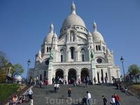 Basilique du Sacré Cœur Сакре-Кёр, буквально «базилика Святого Сердца», то есть Сердца Христова