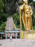 Подъём  на 272  ступеньки  в  Batu  caves