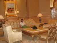 В холле отеля Эмиратс Палас