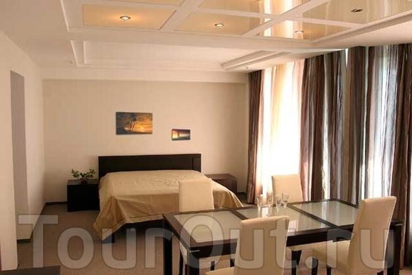 """Гостиничный комплекс  """"Фрегат """" расположен в центральной части Херсона на живописной набережной реки Днепр."""
