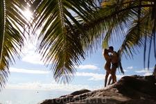 Романтика на скалах. На сейшельских скалах можно сделать очень красивые романтические фотографии.