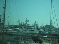 Пристанище дорогих яхт в порту Пальмы.