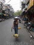 Почти как уличная торговка ананасами в Ханое. =)))