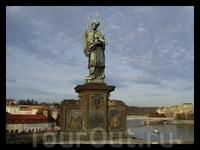одна из 30 скульптур на Карловом мосту