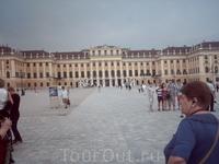 Дворец Шенбрунн- общий вид.