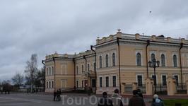 А это здания на этой самой площади.