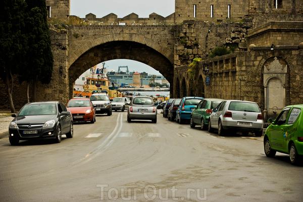 Морские ворота Старого города.