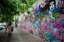 Стена Леннона. Так ее величают, расположена недалеко от Карлова Моста, если идти в сторону мельницы. Здесь можно оставить автограф и вам за это ничего не будет).