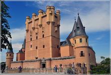 Алькасар в Сеговии — дворец и крепость испанских королей в исторической части города.