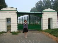Карабиха. Ворота в имение Н.Некрасова.