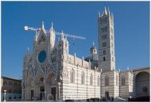 Сиенский Дуомо в честь Успения Пресвятой Девы Марии (итал. Cattedrale di Santa Maria Assunta), является средневековой католической церковью в Сиене.Черный ...