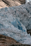 Паковый - многолетний лед очень плотный, голубоватого цвета.