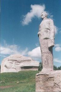 Памятник В. К. Арсеньеву и Дерсу Узала на сопке Увальной