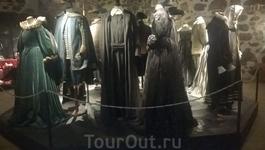 """В основной экспозиции Замка турку представлены 2 десятка костюмов, реквизит и материалы съемок фильма """"Девочка-король"""". Это фильм о самой необычной и знаменитой ..."""