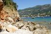 Вид на Палеокастрицу с пляжа Limni