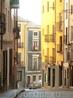 Вниз по улице Альфонсо VIII. В средние века город Куэнка славился своими текстильными изделиями, тканями и коврами. Так что на этой улице селились не только ...